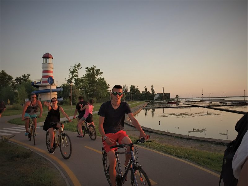 Kerékpározás a Velencei-tó körül