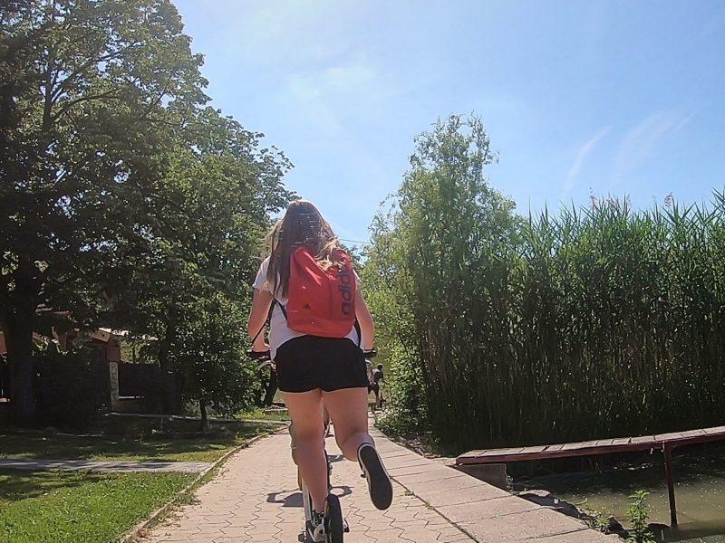 Kickbike-os gördülés Orfű völgyében