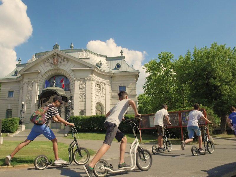 Kecskeméti egynapos osztálykirándulás kickbike-os városnézéssel