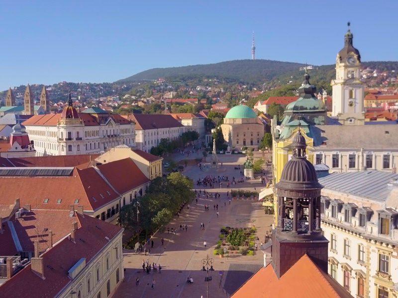 Pécsi egynapos osztálykirándulás Zsolnay Negyed felfedező sétával