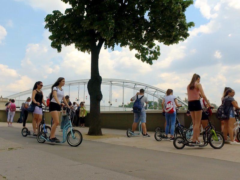Legújabb szegedi egynapos osztálykirándulás kickbike-os városnézéssel