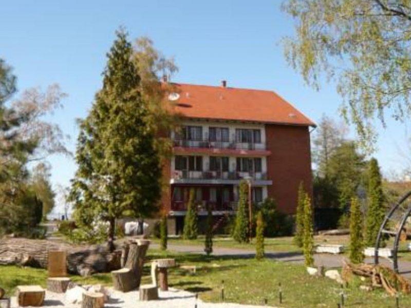 1318-as Ifjúsági szálló Balatonfenyves