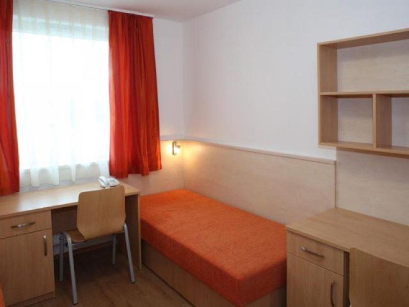 9402-es Ifjúsági szálló Győr