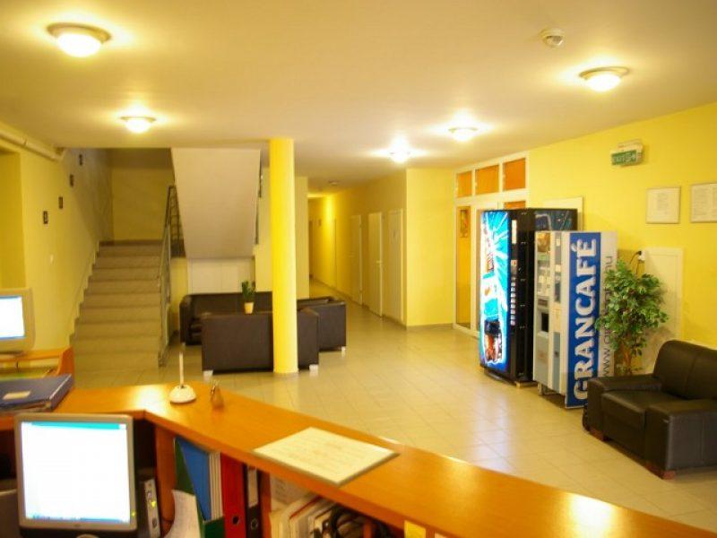 9321-es Apartmanház, ifjúsági szálló Esztergom